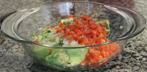 Traditional mexican Guacamole2