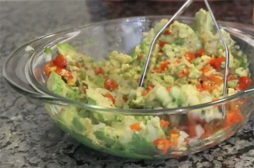 Traditional mexican Guacamole3