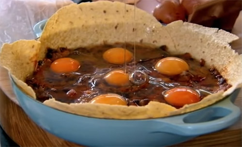 Gordon Ramsays Traditional Mexican Spicy Eggs Recipe11